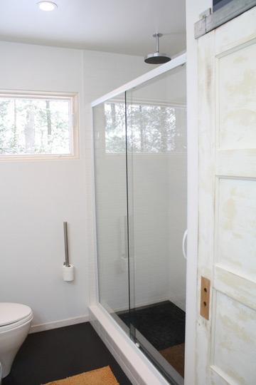 Baños Con Ducha Reformados:La mayor parte del suelo es de vinilo En la zona de la ducha azulejo