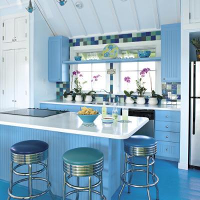 cocina acogedora con muebles azules