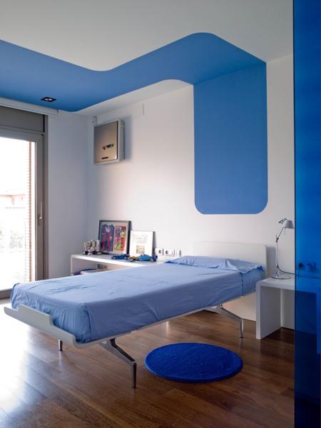habitación moderna con decoración azul