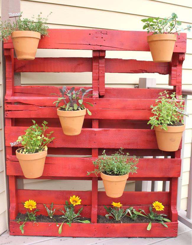 Muebles hechos con palets la tendencia en decoraci n que - Support pour outils de jardin ...